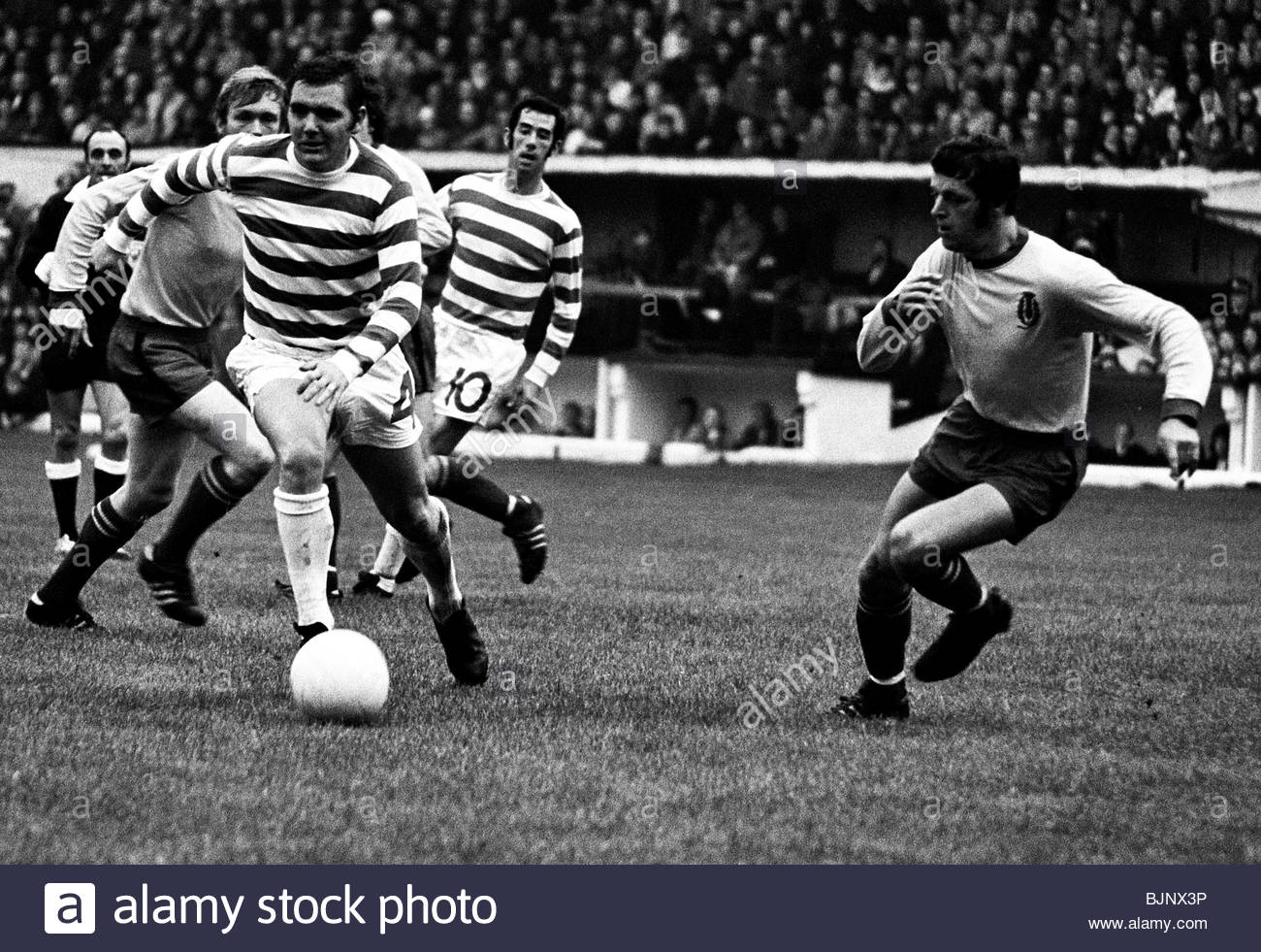 23/10/71 LEAGUE CUP FINAL CELTIC V PARTICK THISTLE (1-4) HAMPDEN - GLASGOW Bobby Murdoch (4) breaks clear for Celtic. - Stock Image