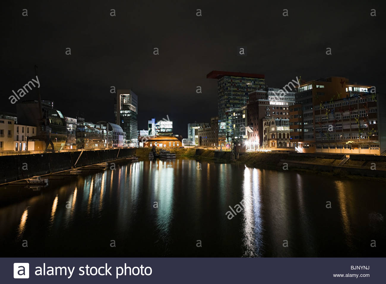 Dusseldorf media harbour at night - Stock Image