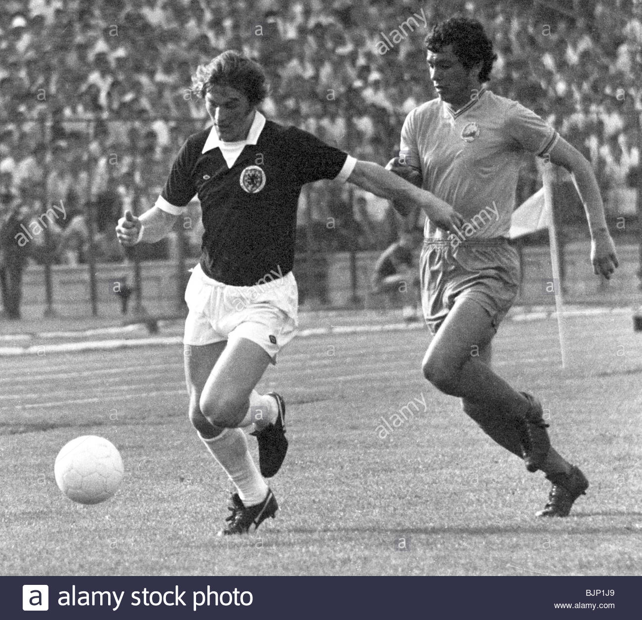 01/06/75 EUROPEAN CHAMPIONSHIP QUALIFIER ROMANIA V SCOTLAND (1-1) 23 AUGUST STADIONUL - BUCHAREST Scotland striker - Stock Image