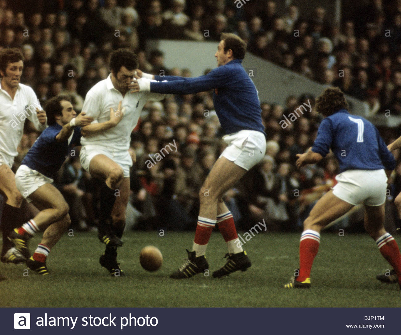 10/01/76 FIVE NATIONS SCOTLAND V FRANCE (6-13) MURRAYFIELD - EDINBURGH Scotland lock forward Alastair McHarg is - Stock Image