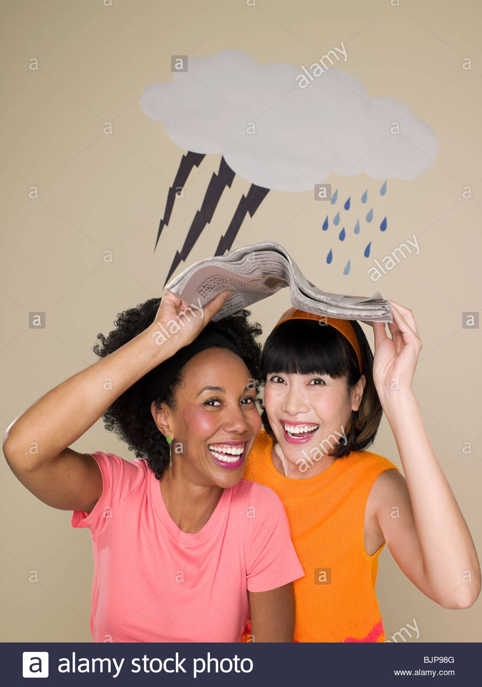 Women sheltering from weather - Stock Image