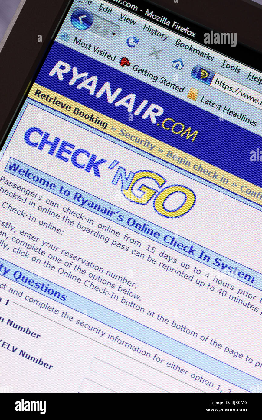 Ryanair airline online website web page home page internet  flight check in checkin   screen - Stock Image