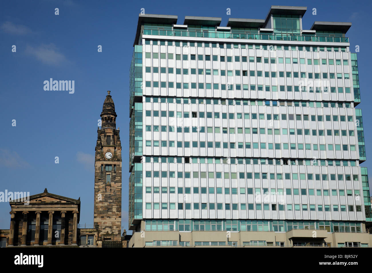 The Victorian St Vincent Street Church designed by Alexander Greek Thomson beside the Pinnacle Building in Glasgow - Stock Image