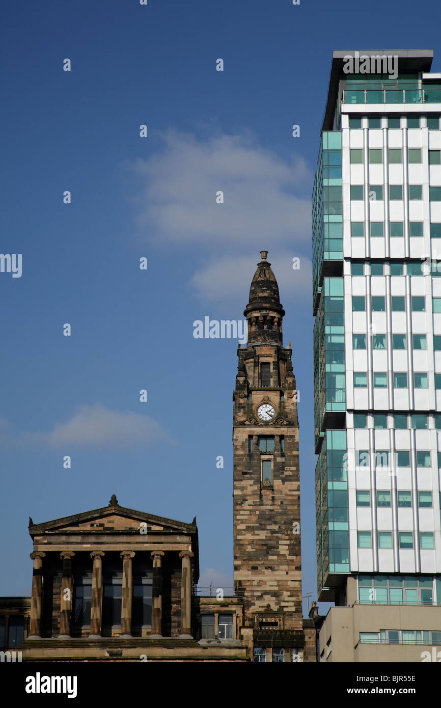 Victorian St Vincent Street Church designed by Alexander Greek Thomson beside the Pinnacle Building flats, Glasgow, - Stock Image