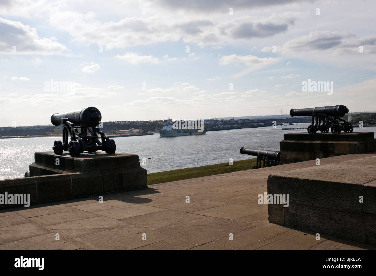 View from Collingwoods monument  at Tynemouth, north east  England. Overlooking the river Tyne. 3 of the 4 cannon's Stock Photo