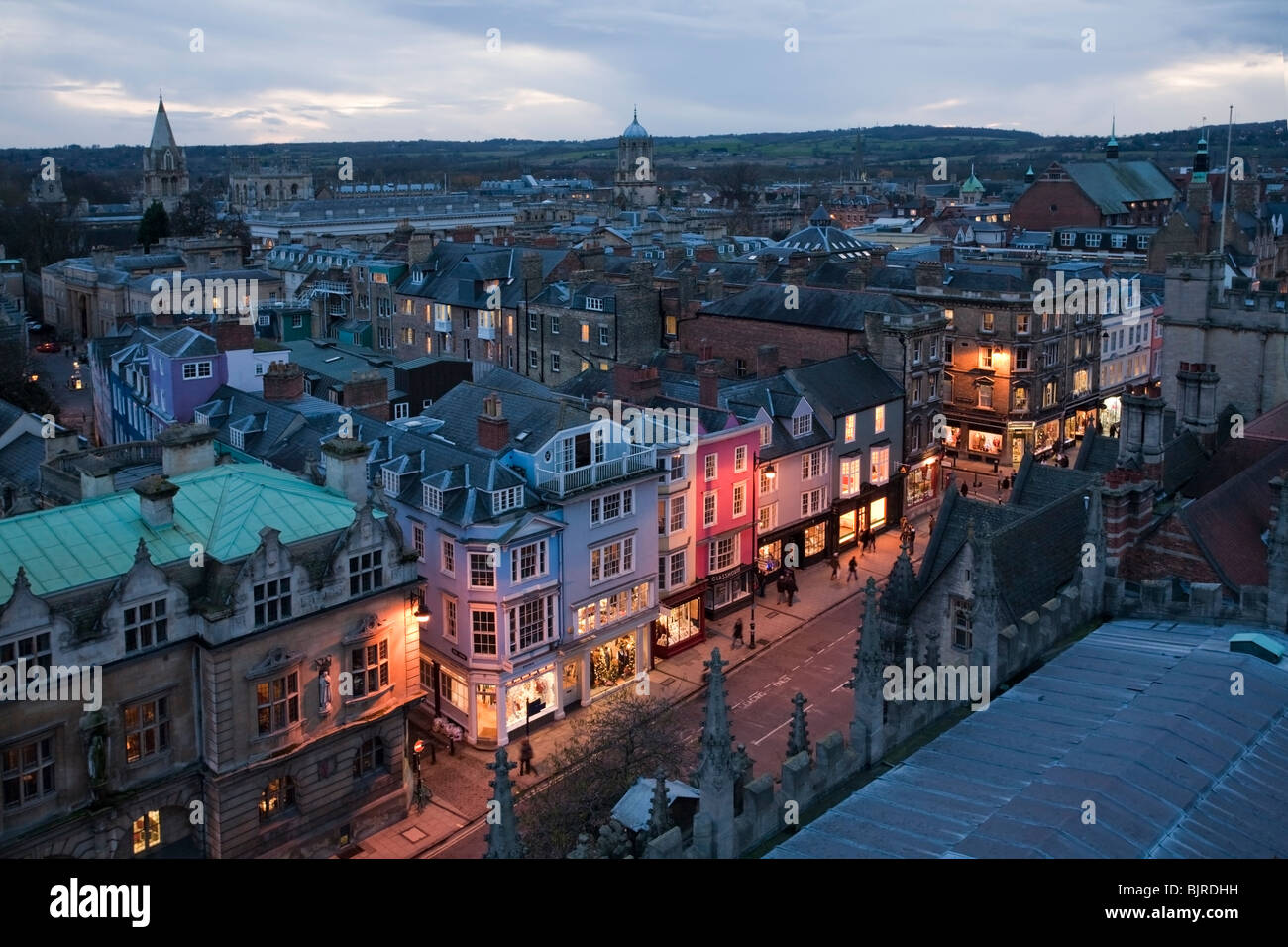 View of Oxford High Street and city rooftops from the viewing balcony of St Mary the Virgin Church in Radcliffe - Stock Image