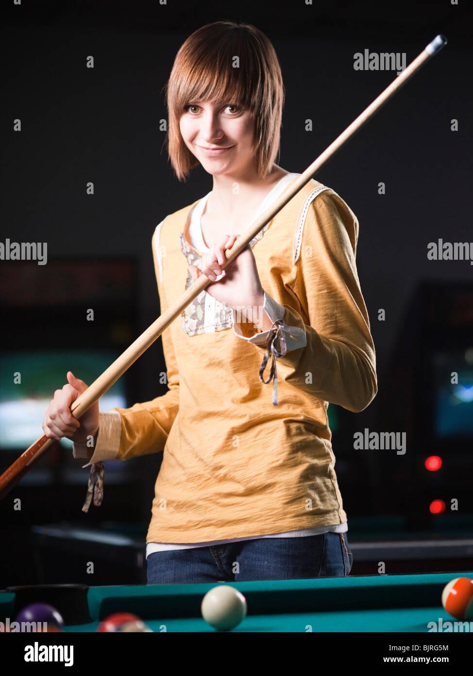 USA, Utah, American Fork, young woman standing behind pool table - Stock Image