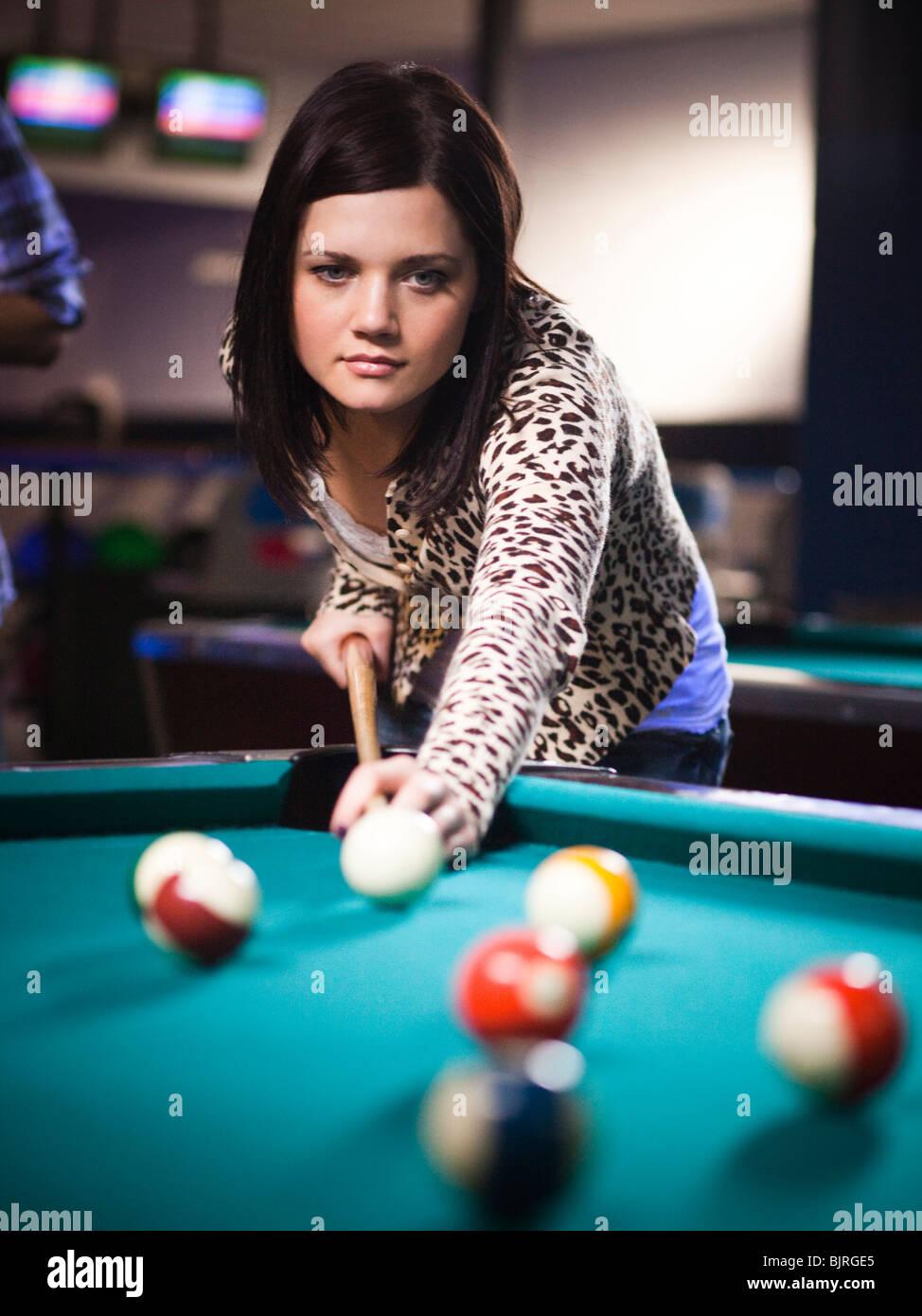 USA, Utah, American Fork, young woman playing pool - Stock Image