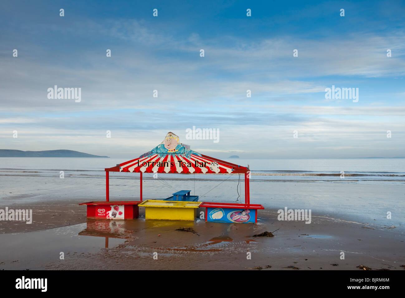 Weston Super Mare, Somerset, UK, the beach in winter, Lorraine's Tea House - Stock Image