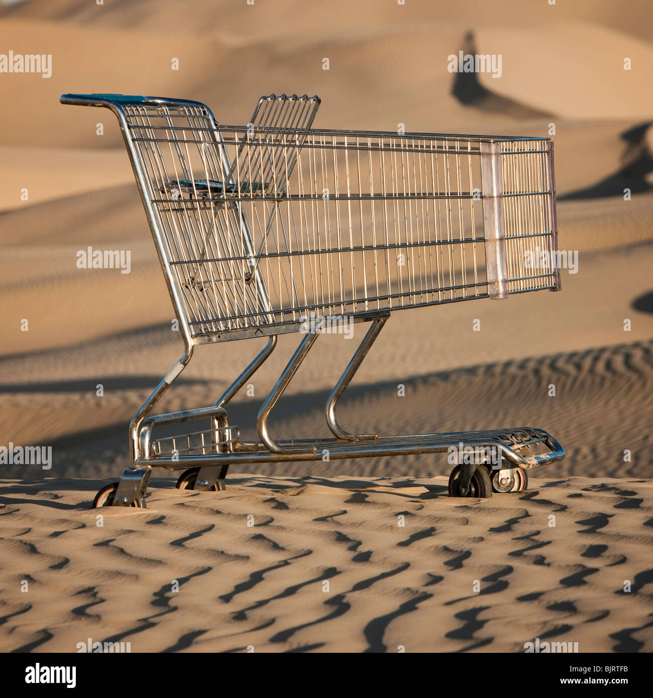USA, Utah, Little Sahara, abandoned shopping cart on desert - Stock Image