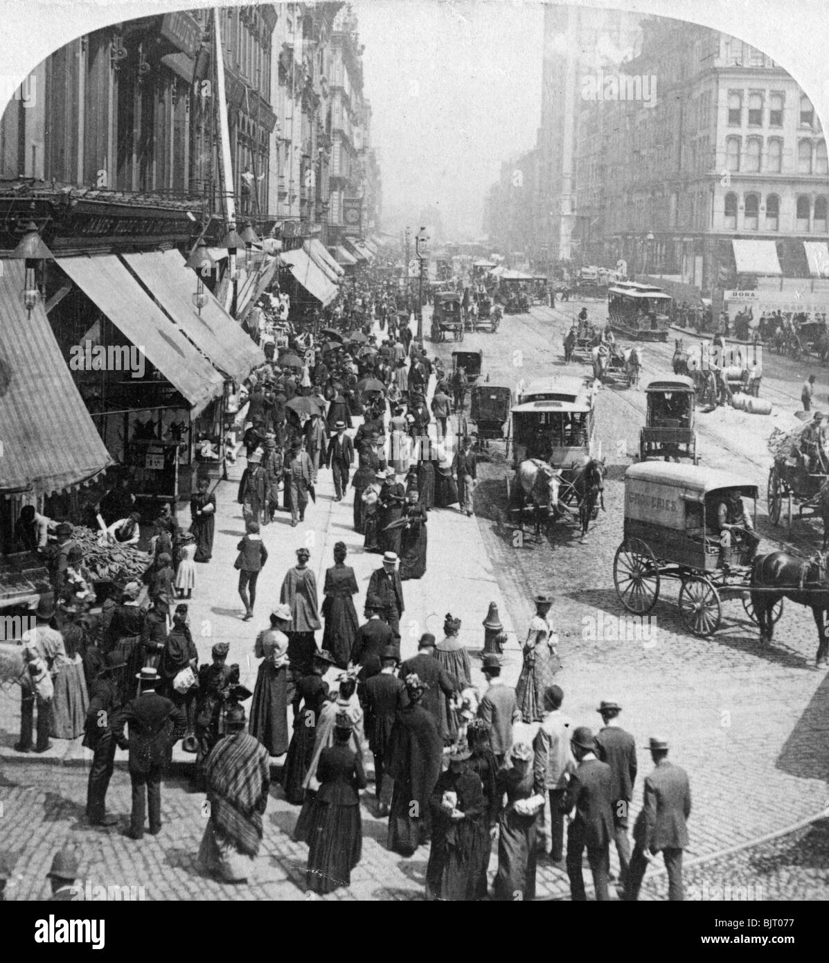 A street scene in Chicago, Illinois, USA, 1896.