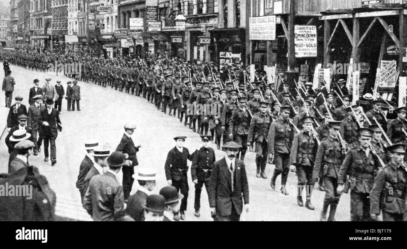 The Citizen Army of Territorials, Strand, London, First World War, 1914. - Stock Image