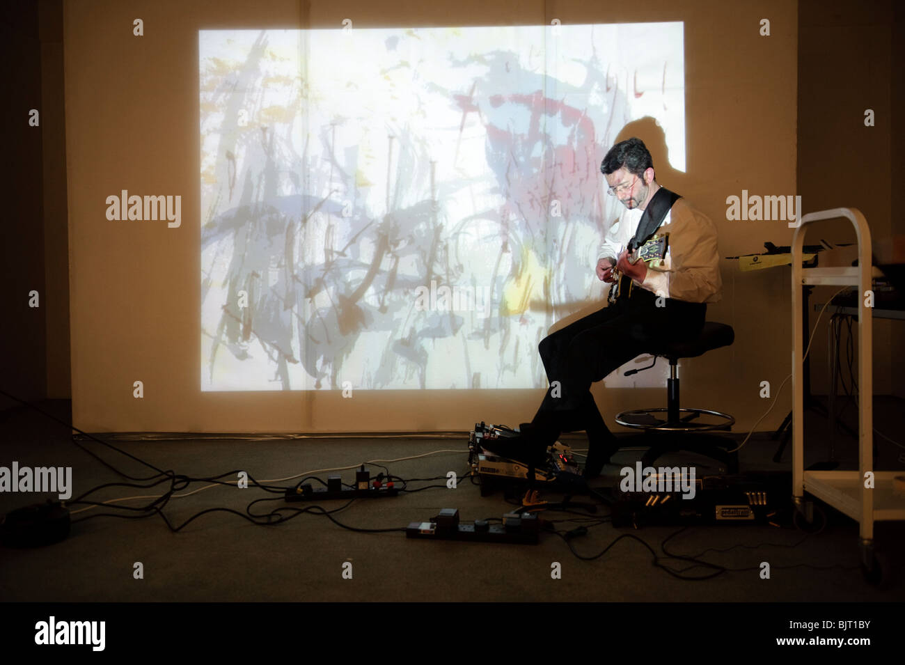 welsh artists Maria Hayes and John Harvey collaborating on a sound and visual art project, School of Art, Aberystwyth - Stock Image