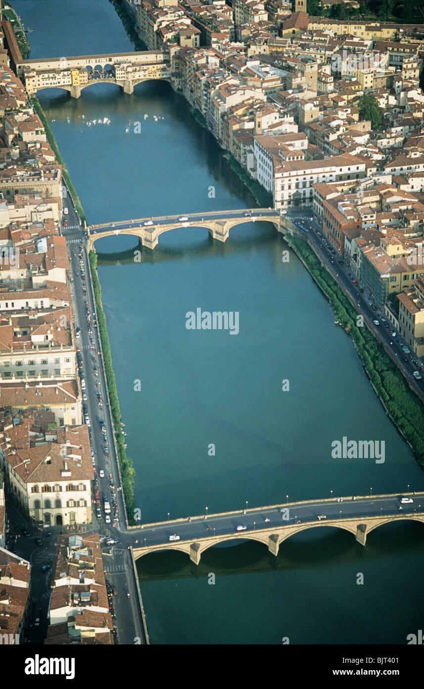 Ponte vecchio over arno river - Stock Image