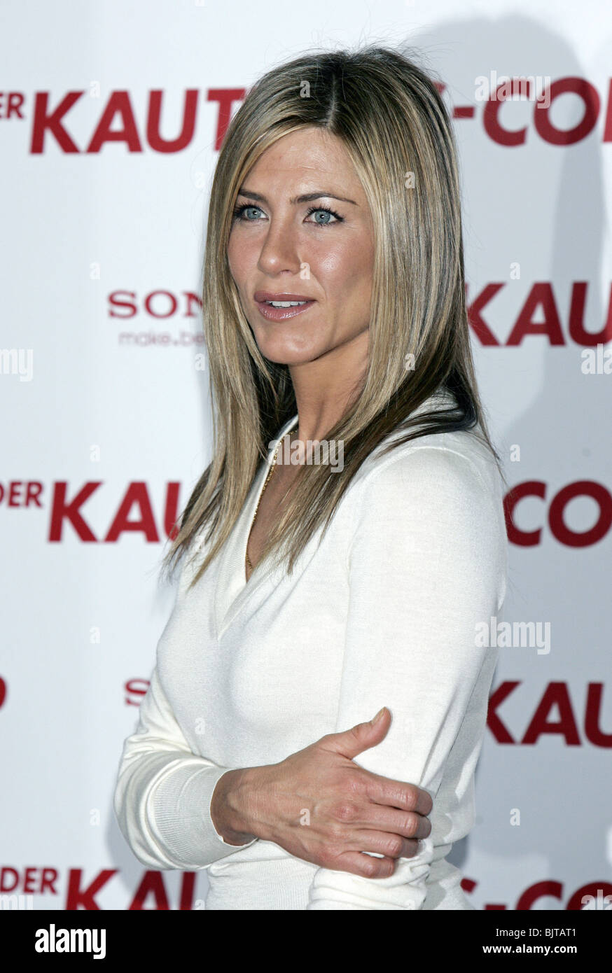 d2347324ae5 JENNIFER ANISTON THE BOUNTY HUNTER PHOTOCALL HOTEL DE ROME BERLIN GERMANY  29 March 2010 - Stock