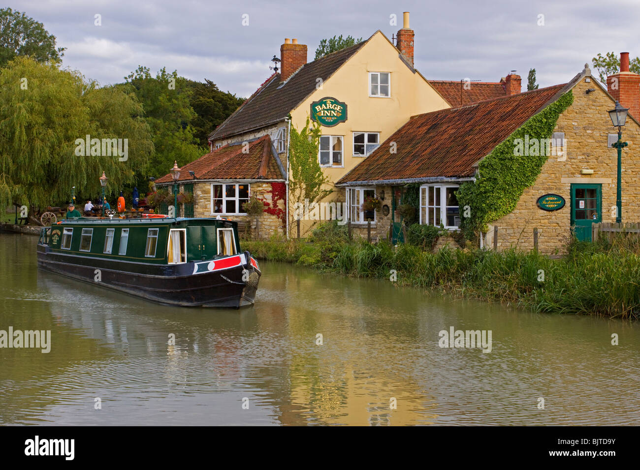 The Barge Inn Kennet & Avon canal - Stock Image