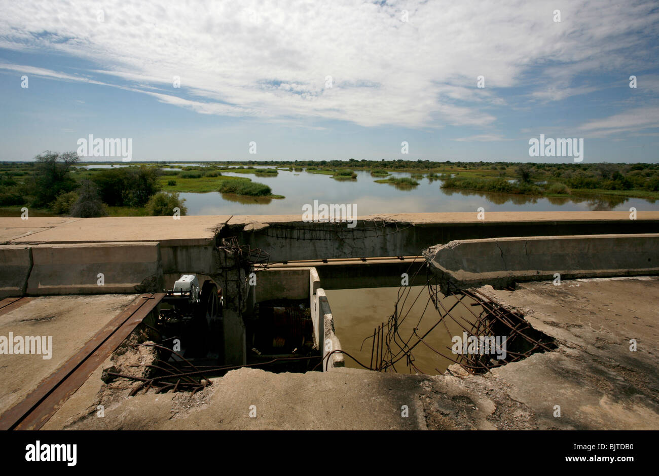 War damage remains on one of the many hydroelectric dams on the Cunene river. Cunene Province, Southern Angola, - Stock Image