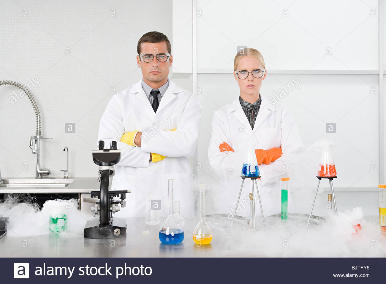 Portrait of scientists in a laboratory - Stock Image
