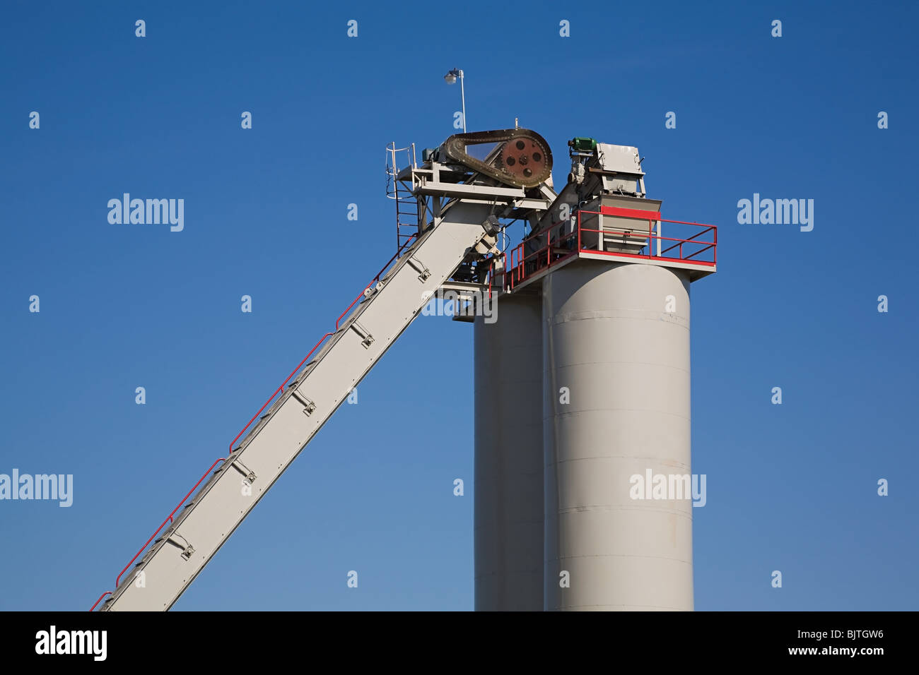 Storage tank and conveyor - Stock Image