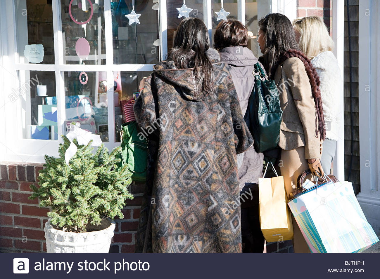 Women looking in shop window - Stock Image