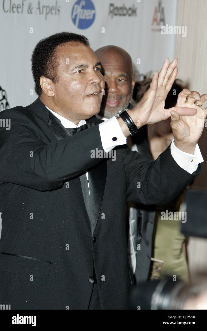 MUHAMMAD ALI 16TH ANNUAL CAROUSEL OF HOPE G BEVERLY HILTON BEVERLY HILLS LA USA 23 October 2004 - Stock Image