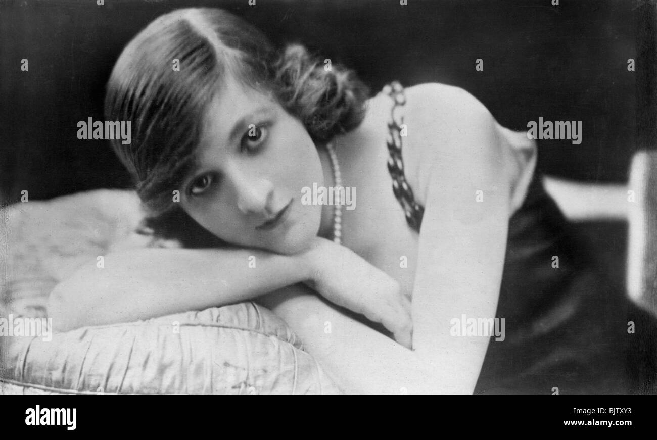 Margaret Leighton (1922?976),Lesley Nicol (actress) Porno photos Regine Angeles (b. 1985),Maria Mazina epee fencer, Olympic champion