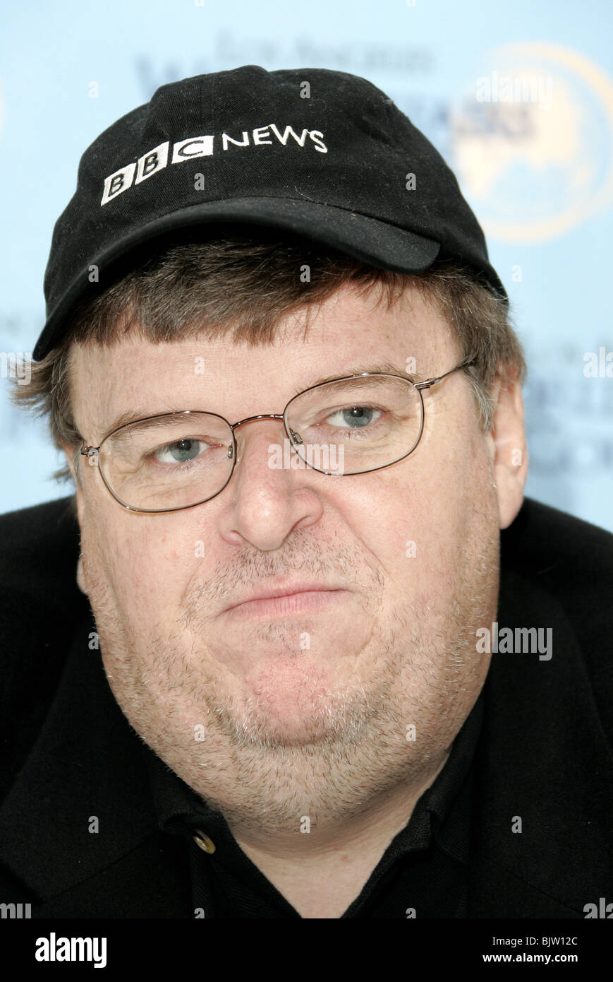 MICHAEL MOORE MICHAEL MOORE LOS ANGELES WOR BEVERLY HILTON HOTEL BEVERLY HILLS L.A. USA 06 December 2004 - Stock Image