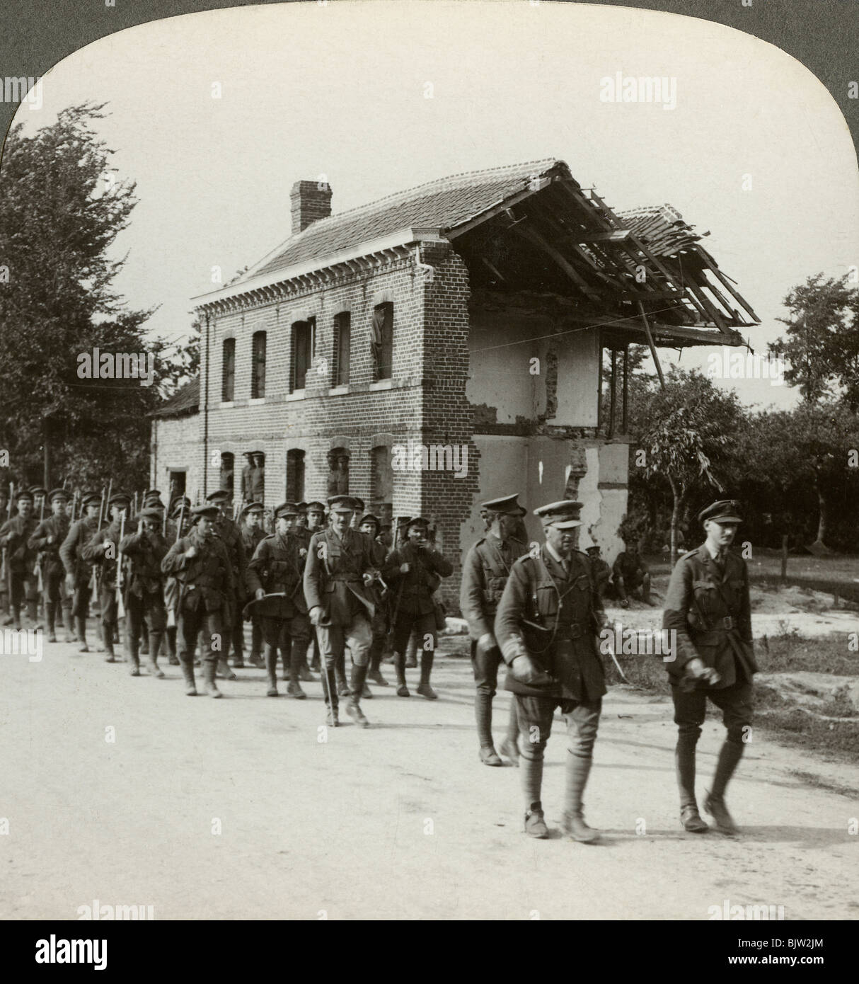 London Territorials on the march, La Bassee Road, northern France, World War I, 1914-1918. - Stock Image