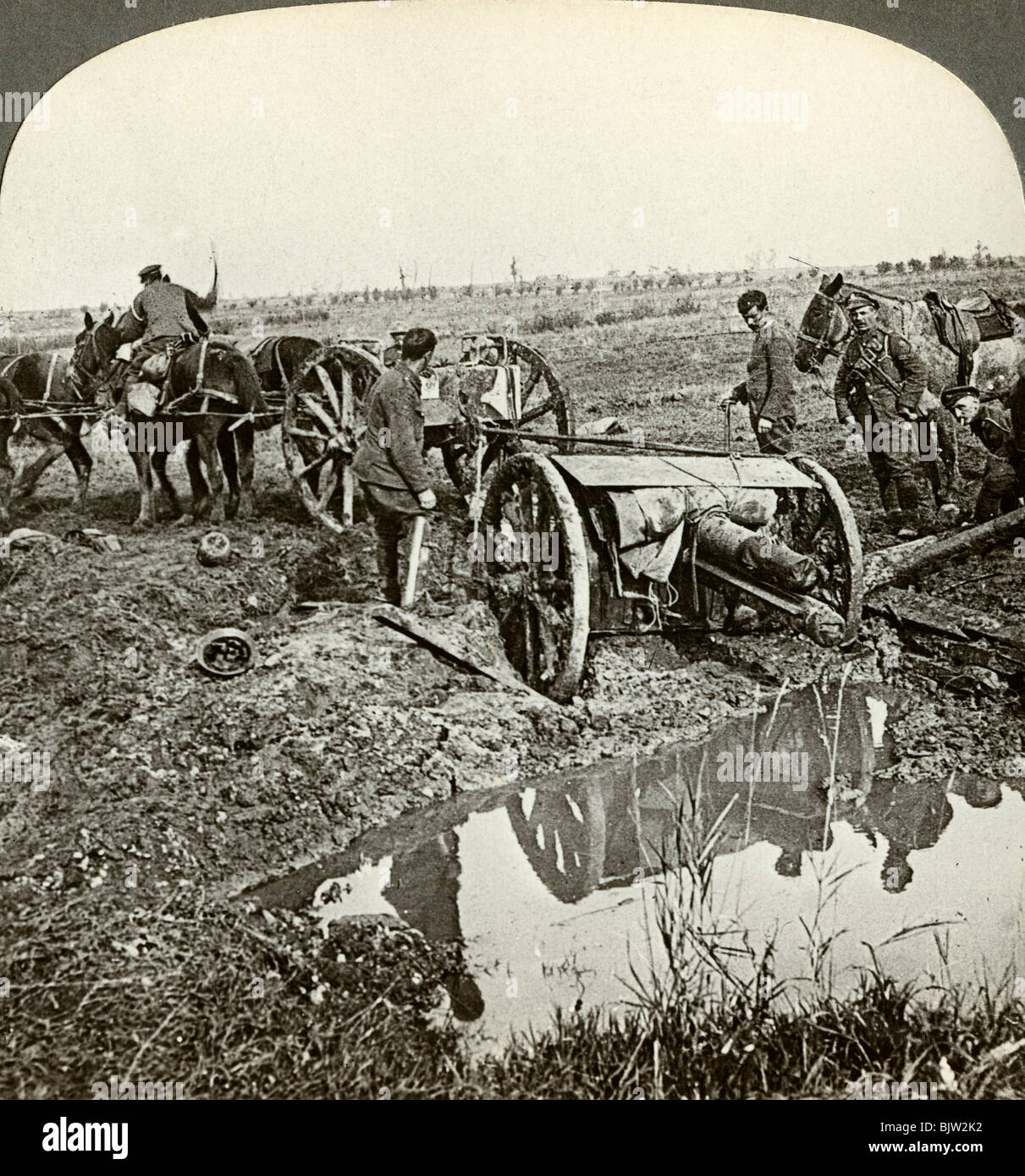 Removing a field gun from a flooded position, World War I, 1914-1918. - Stock Image