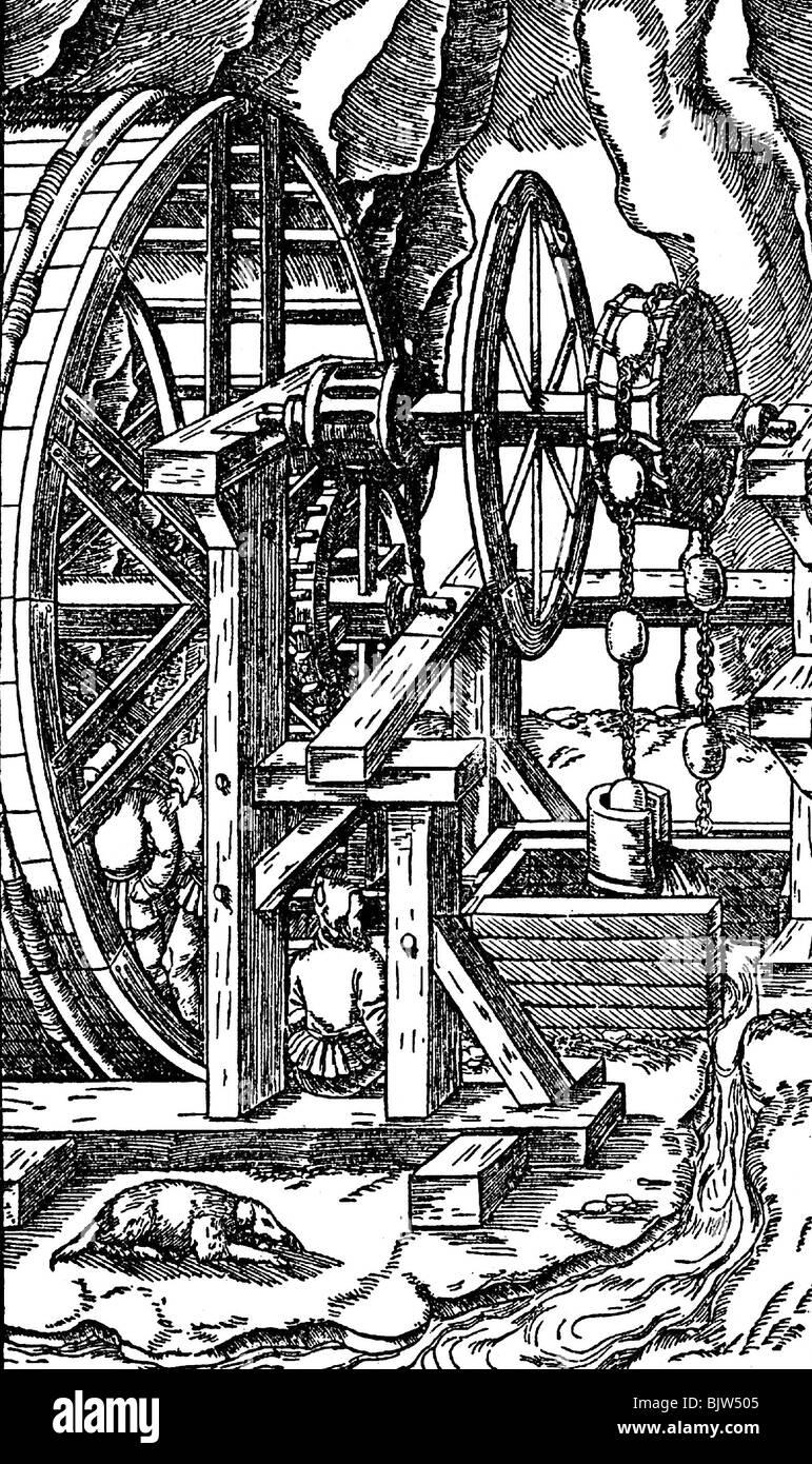 technics, mills, treadwheel, winch for removing mine water, driven by a treadwheel, woodcut, from 'De re metallica', - Stock Image