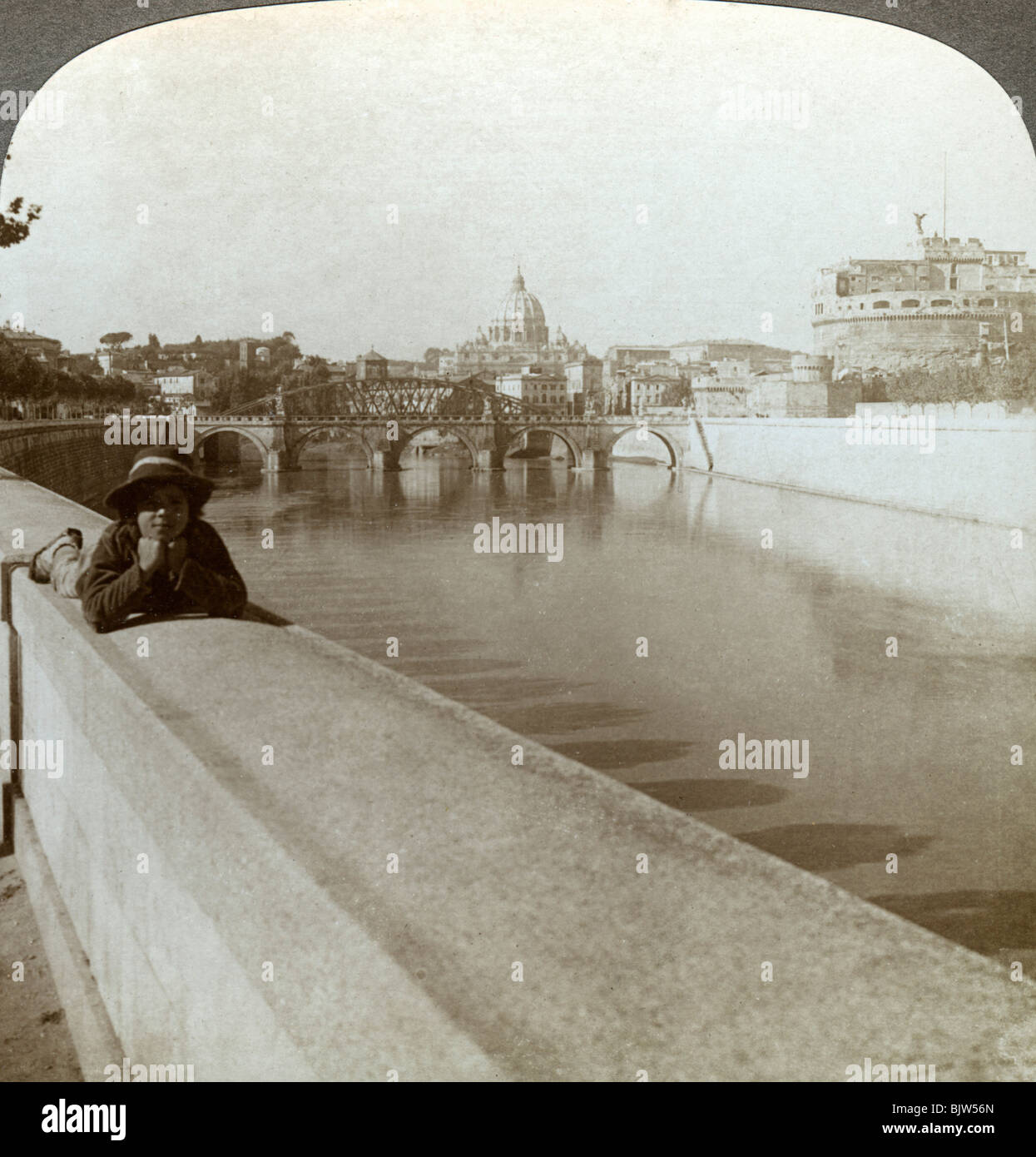 The River Tiber, Castel Sant' Angelo and St Peter's Basilica, Rome, Italy. - Stock Image