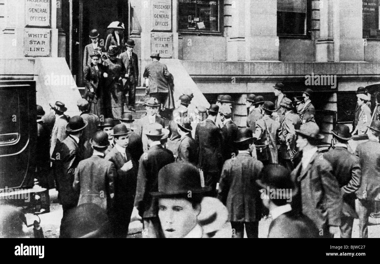 Anxious crowds outside the White Star Line office, 1912 (1937). - Stock Image