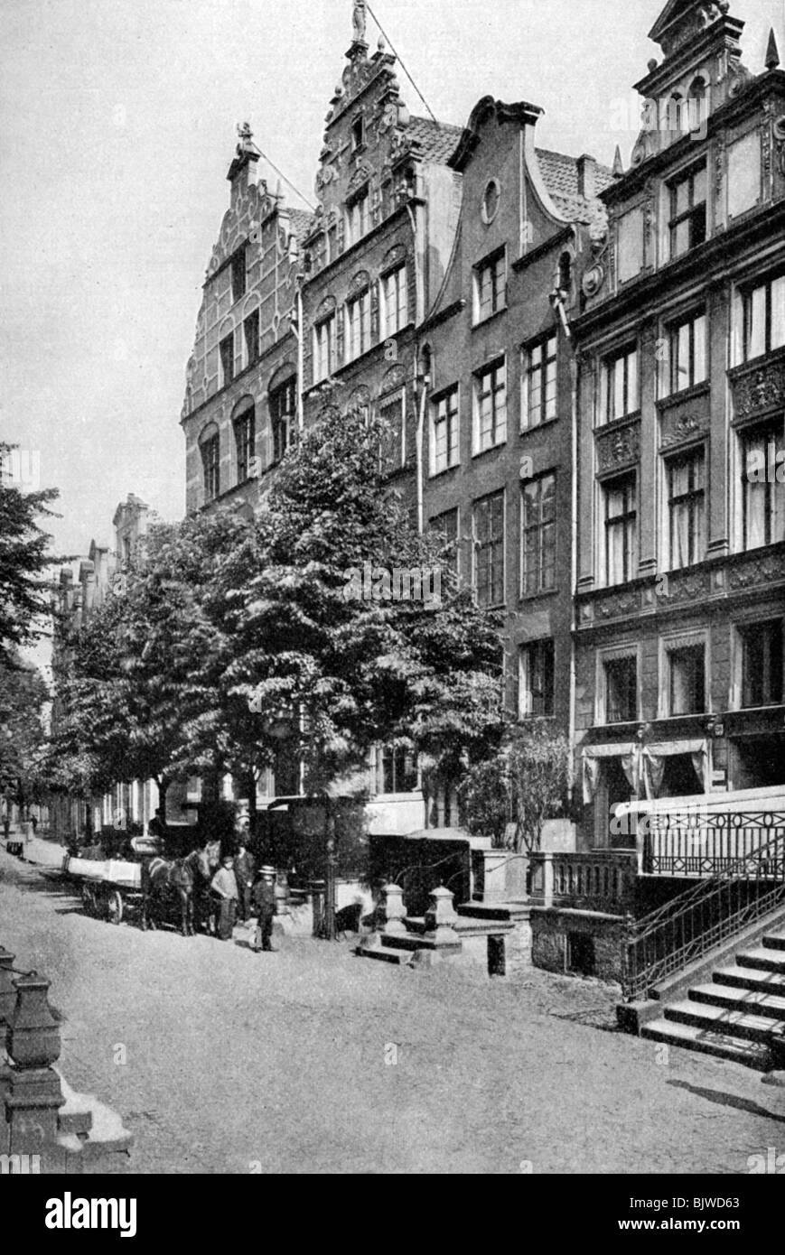Houses on the Brodbankengasse, Danzig, c1922. - Stock Image