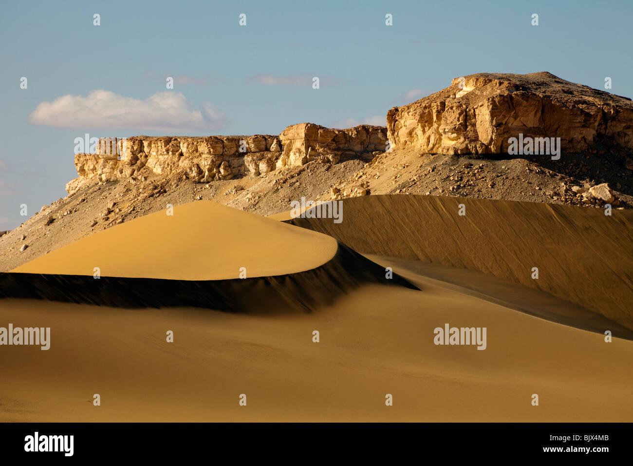 sand dunes, Sahara desert, between Dakhla and Farafra oases, Egypt - Stock Image