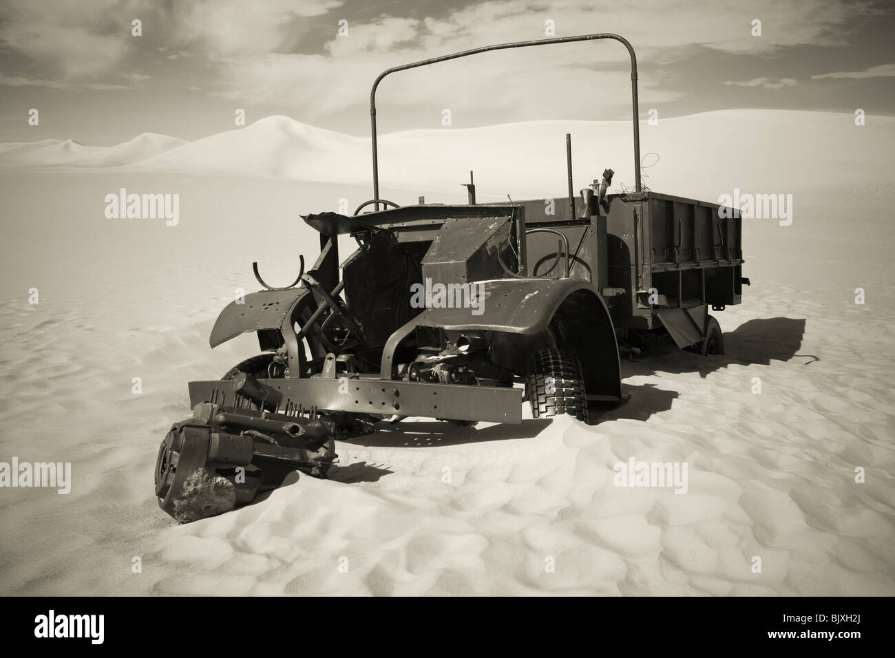 Ford F30 truck of S-Patrol of the Long Range Desert Patrol abandoned due to a seized engine during WW2, Western - Stock Image