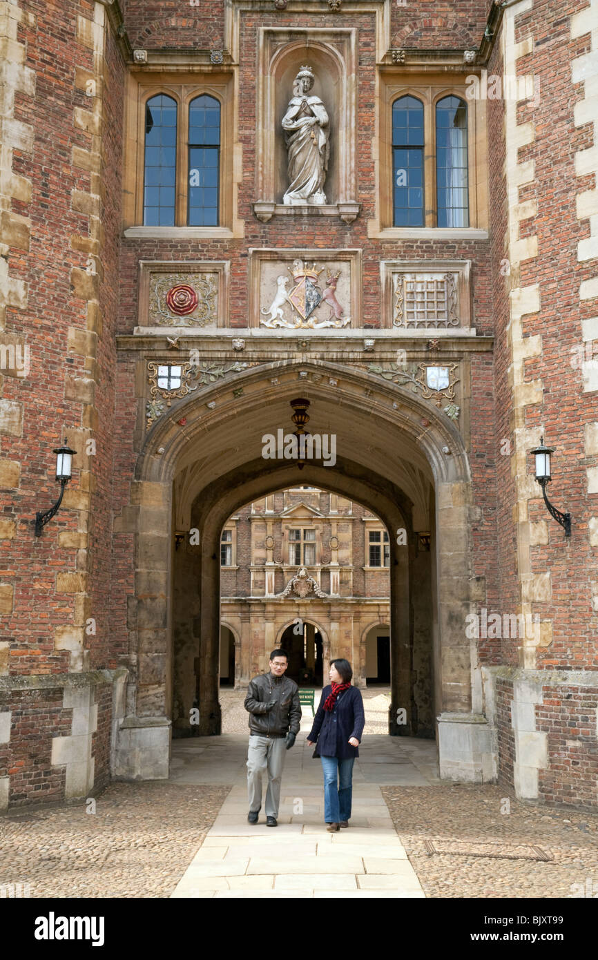 Tourists in St Johns College, Cambridge University, Cambridge, UK - Stock Image