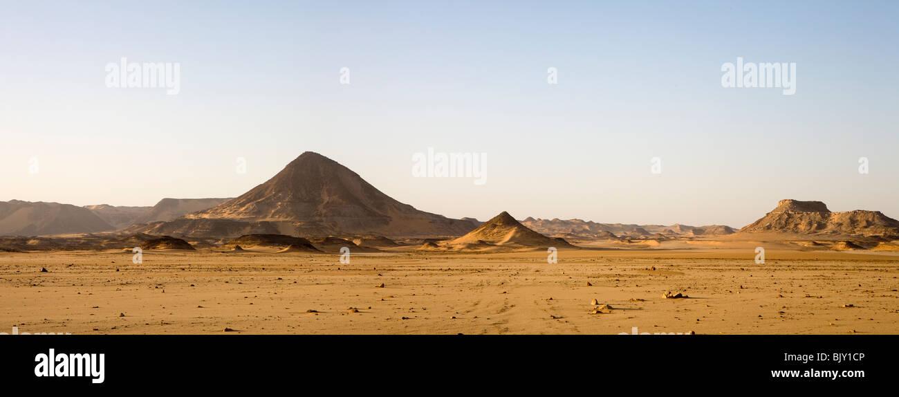 Panoramic shot of desert floor and mountains en route to Gilf Kebir area, Western Desert of Egypt - Stock Image