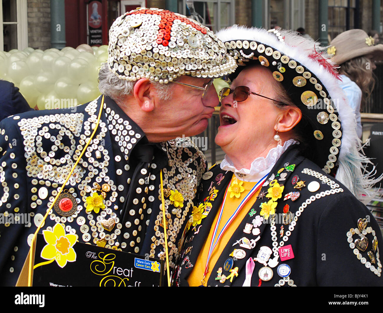 Pearly pucker king queen kings queens kissing London cockney - Stock Image