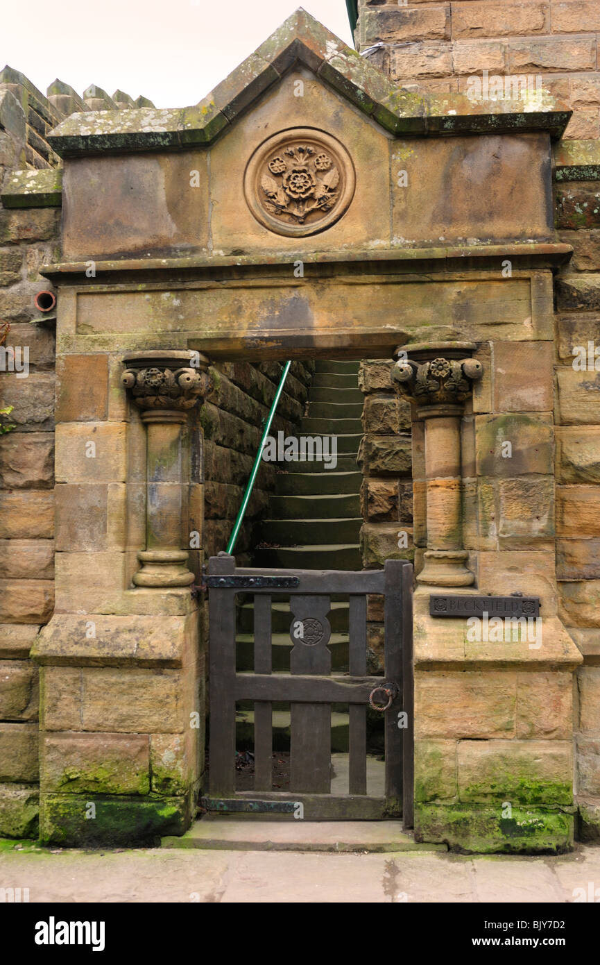 The imposing entrance to Beckfield, Robin Hood's Bay - Stock Image