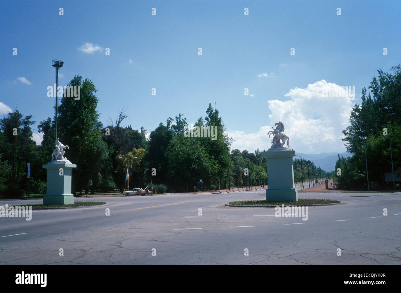 Mendoza, Argentina. The great roundabout in Avenida del Libertador, inside the city park (Parque General San Martín) - Stock Image