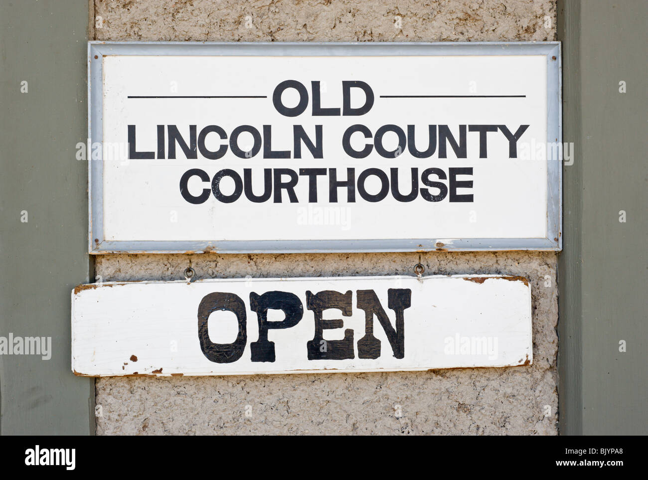 The historic Lincoln County Courthouse, where Billy the Kid gunned down two deputy sheriffs while escaping the hangman's - Stock Image
