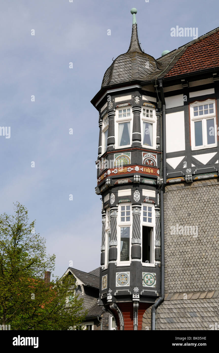 Fachwerkhaus mit Erker in Goslar, Niedersachsen, Deutschland. - Half-timbered house with oriel in Goslar, Lower Saxony, Germany. Stock Photo