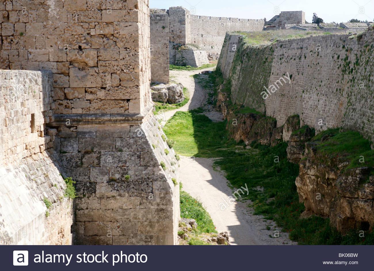 MOAT RHODES CASTLE GREECE - Stock Image
