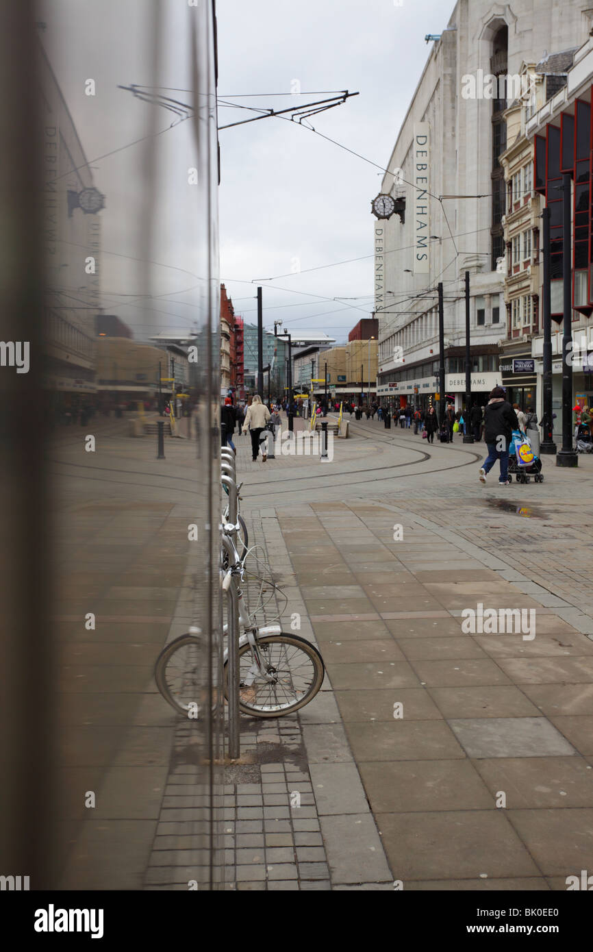 Piccadilly Gardens looking towards Market Street in the City of Manchester. - Stock Image