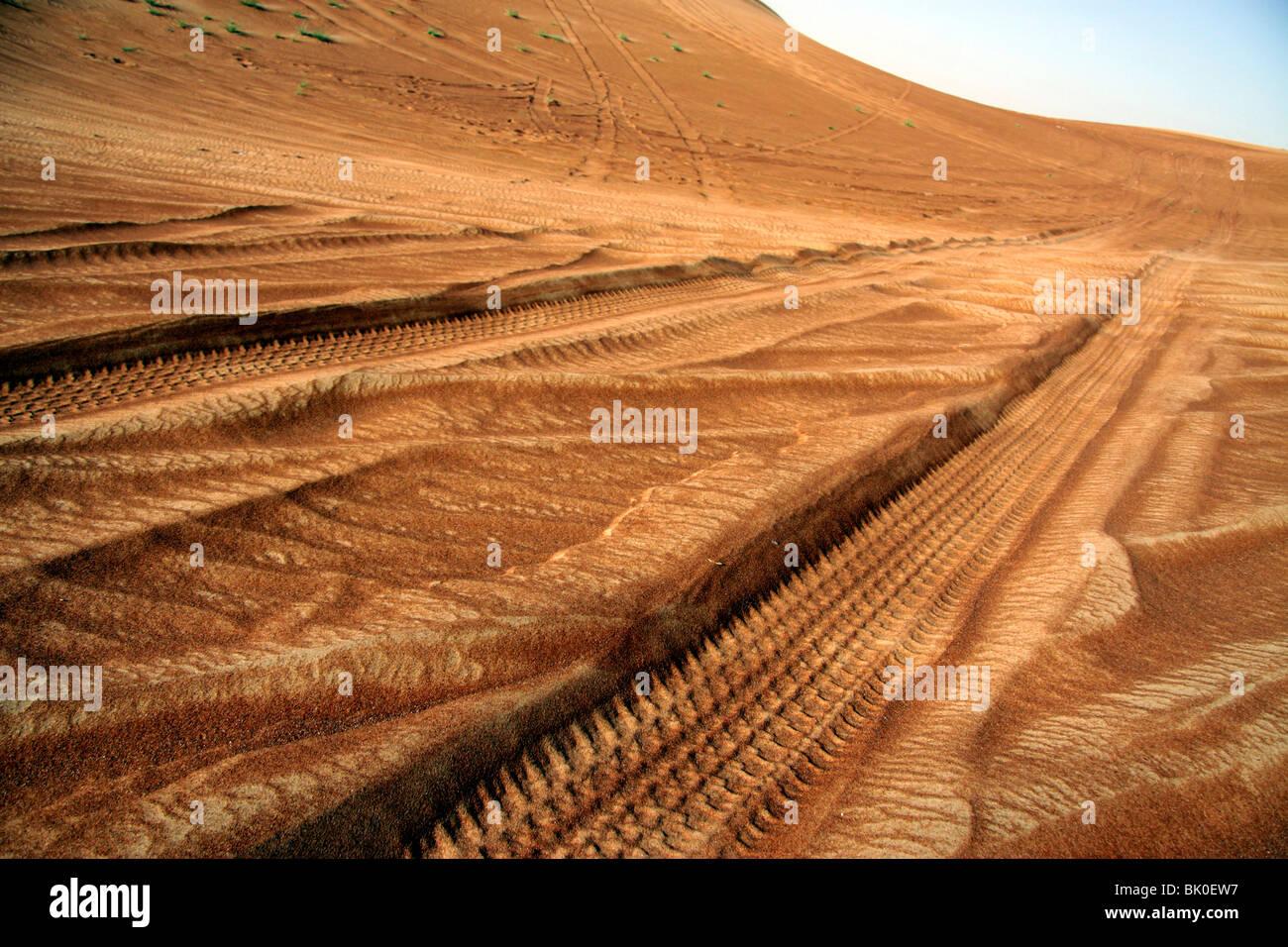 Tyre tracks in the desert in Dubai - Stock Image