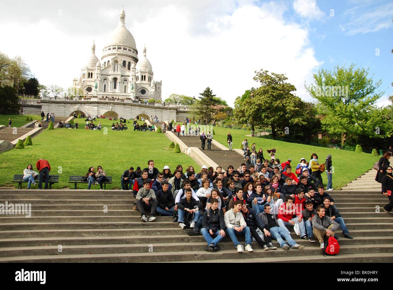 School group of teenagers posing for snapshot in front of Sacre Coeur Paris - Stock Image