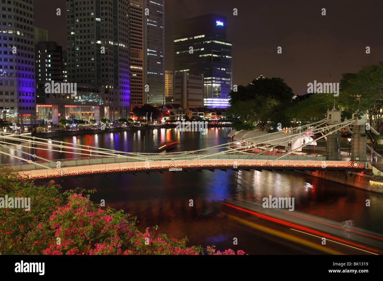 Cavenagh Bridge and Boat Quay at night. - Stock Image