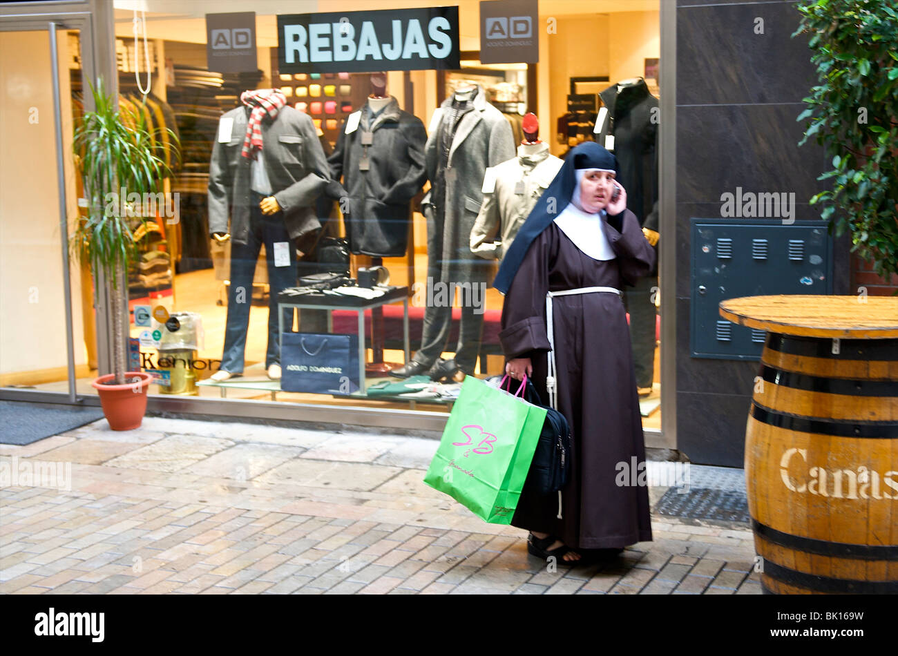 Granada, a nun funshopping during sales - Stock Image