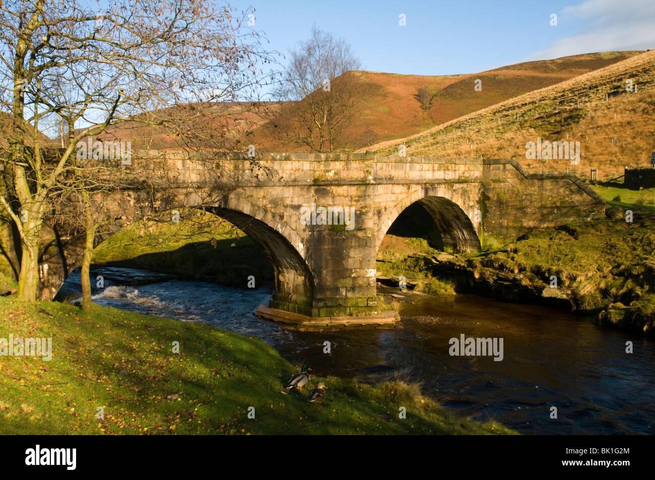 Slippery Stones bridge, a 17th century packhorse bridge, over the River Derwent, Upper Derwent Valley, Derbyshire, - Stock Image