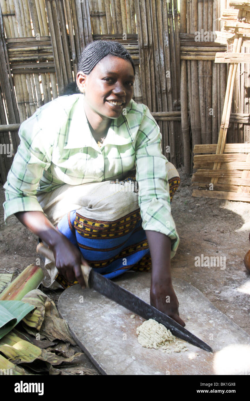 Dorze village. Woman prepares bread from the shaving a leaf of the fruitless Banana. - Stock Image